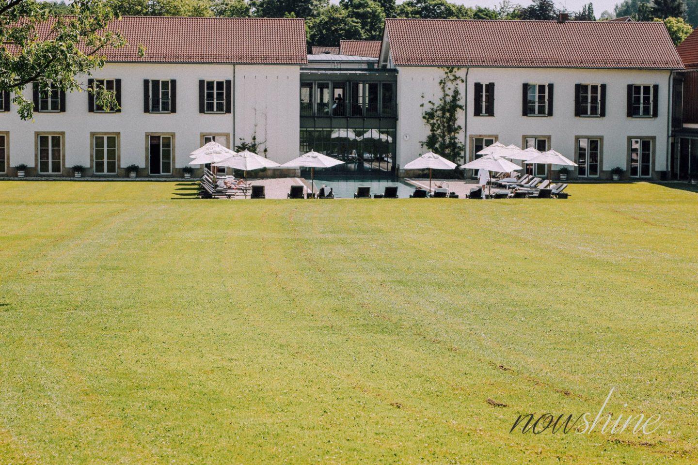 Luxuriöser Kurzurlaub im Relax- und Wellness Hotel Gräflicher Park Bad Driburg - Außenbereich Pool -Nowshine ü40 Reiseblog