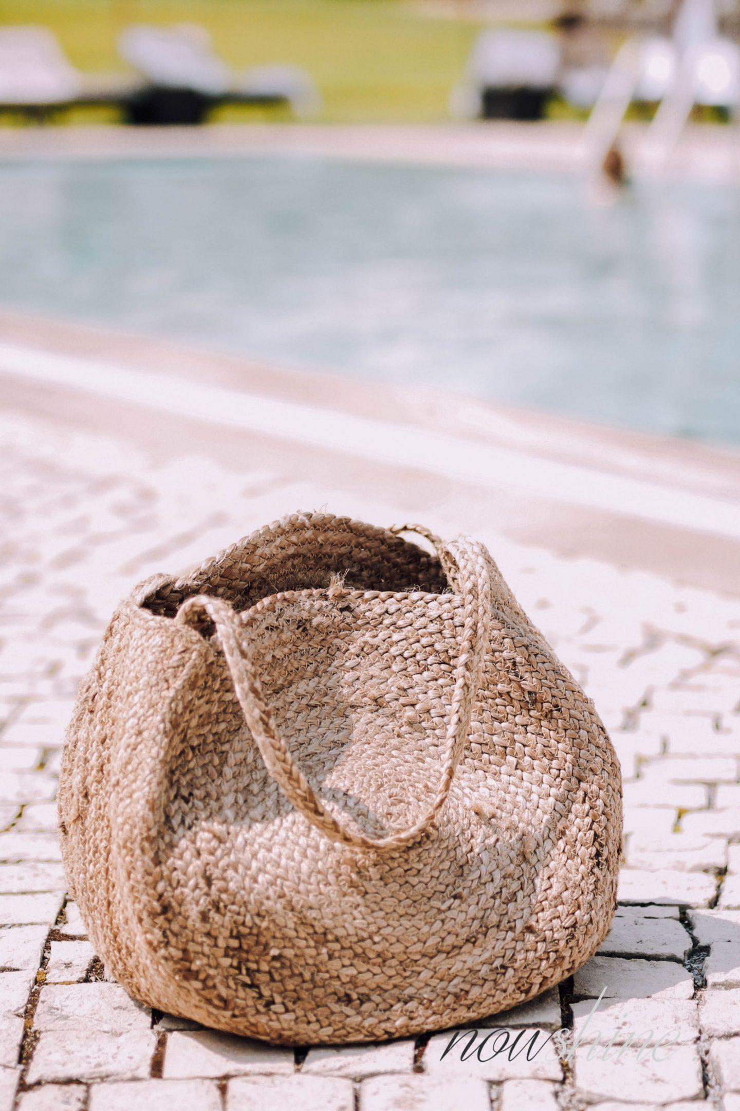 Luxuriöser Kurzurlaub im Relax- und Wellness Hotel Gräflicher Park Bad Driburg - Außenbereich Pool