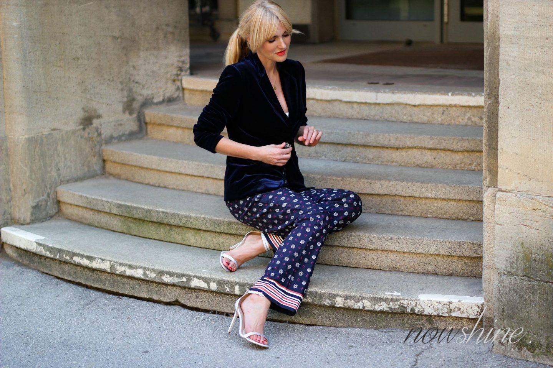 Saphirfarbener Samtblazer zur Hose im Pyjama-Look - WENZ