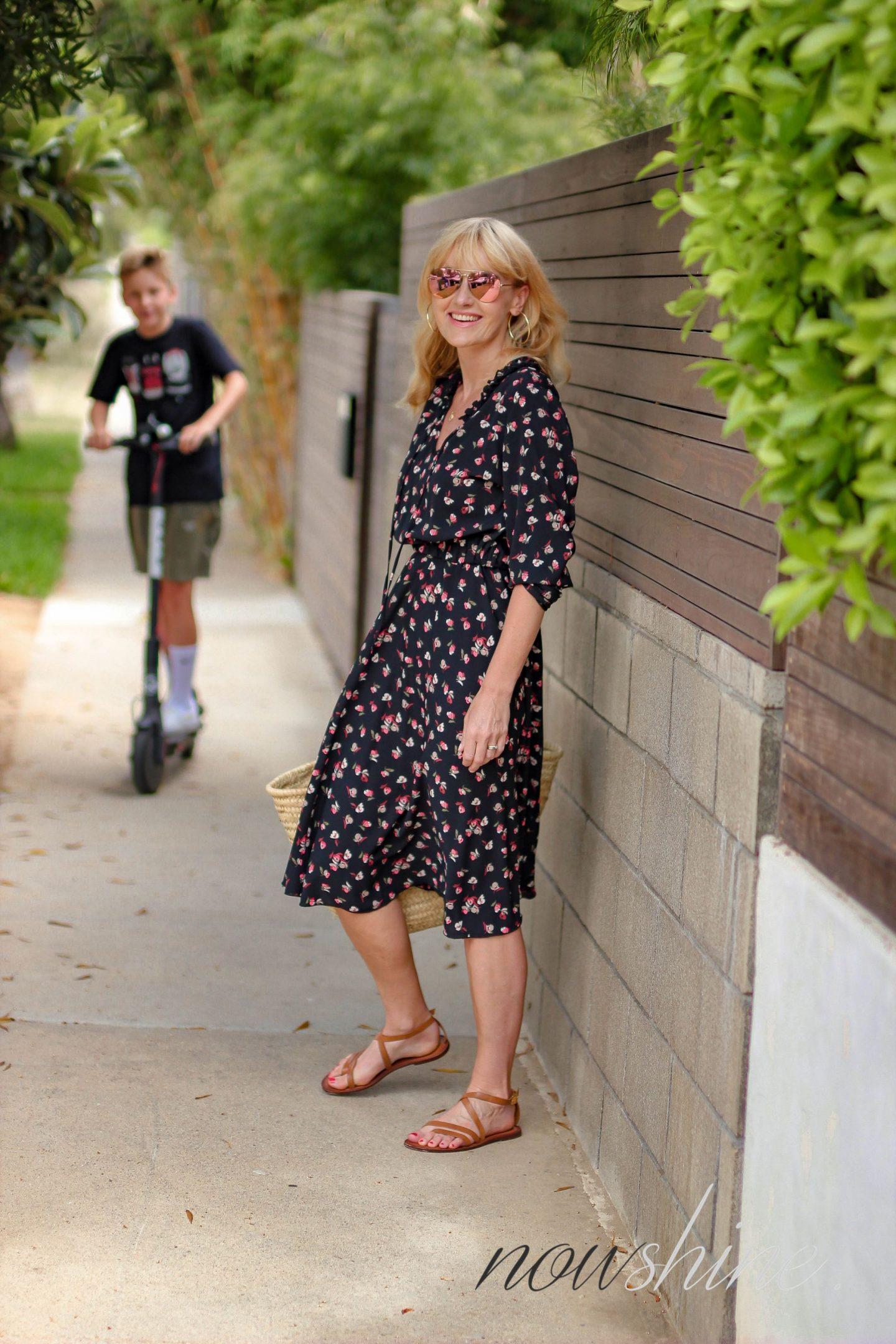 Aus dem WENZ Katalog - Kleid mit Blumen in Venice Kalifornien - Nowshine ü 40 Reiseblog - Bird Scooter