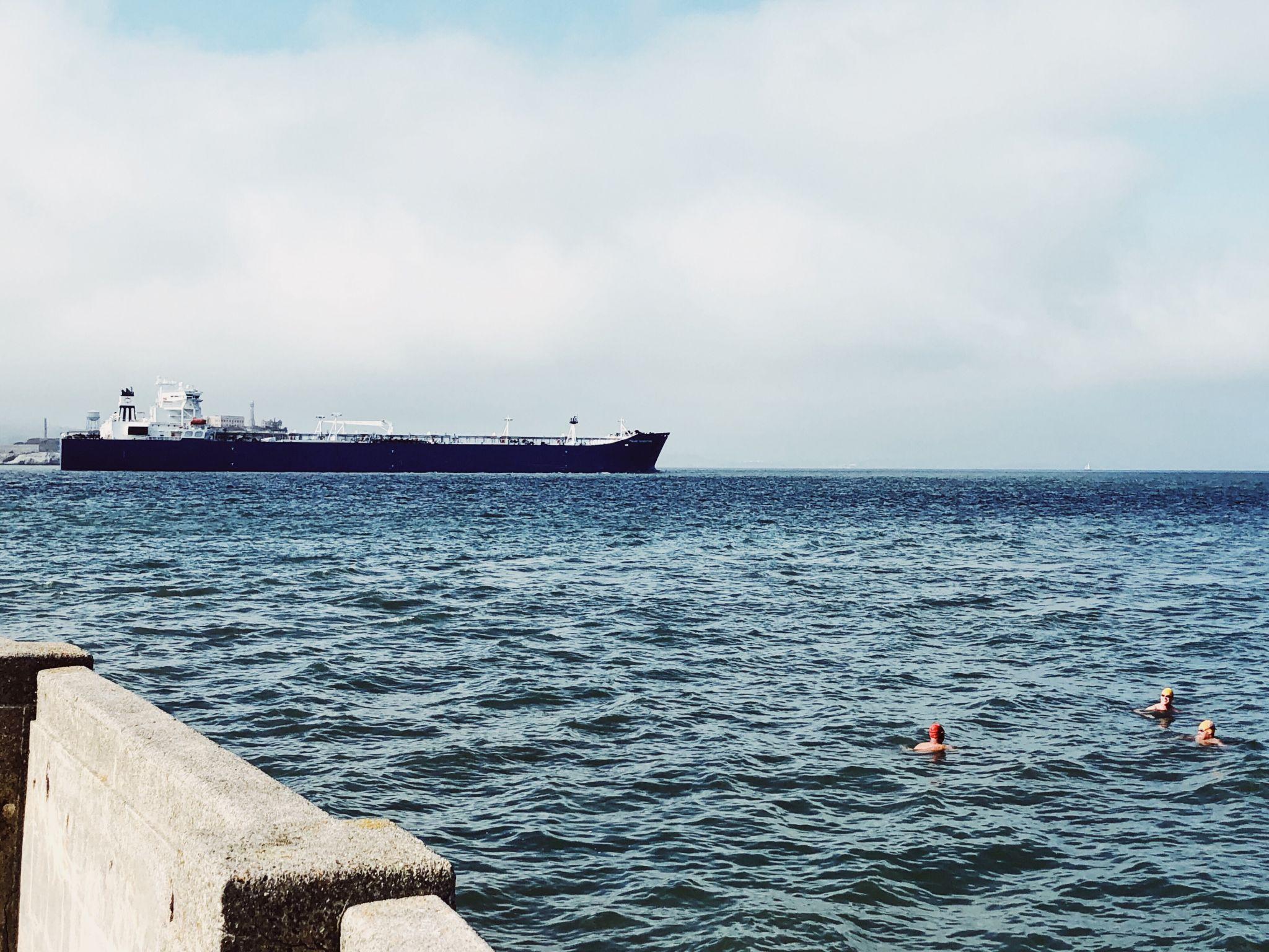 Die Marina/ Chestnut Street Gegend in San Francisco - Nowshine ü40 Reiseblog - Aquatic Park Cove Schwimmer
