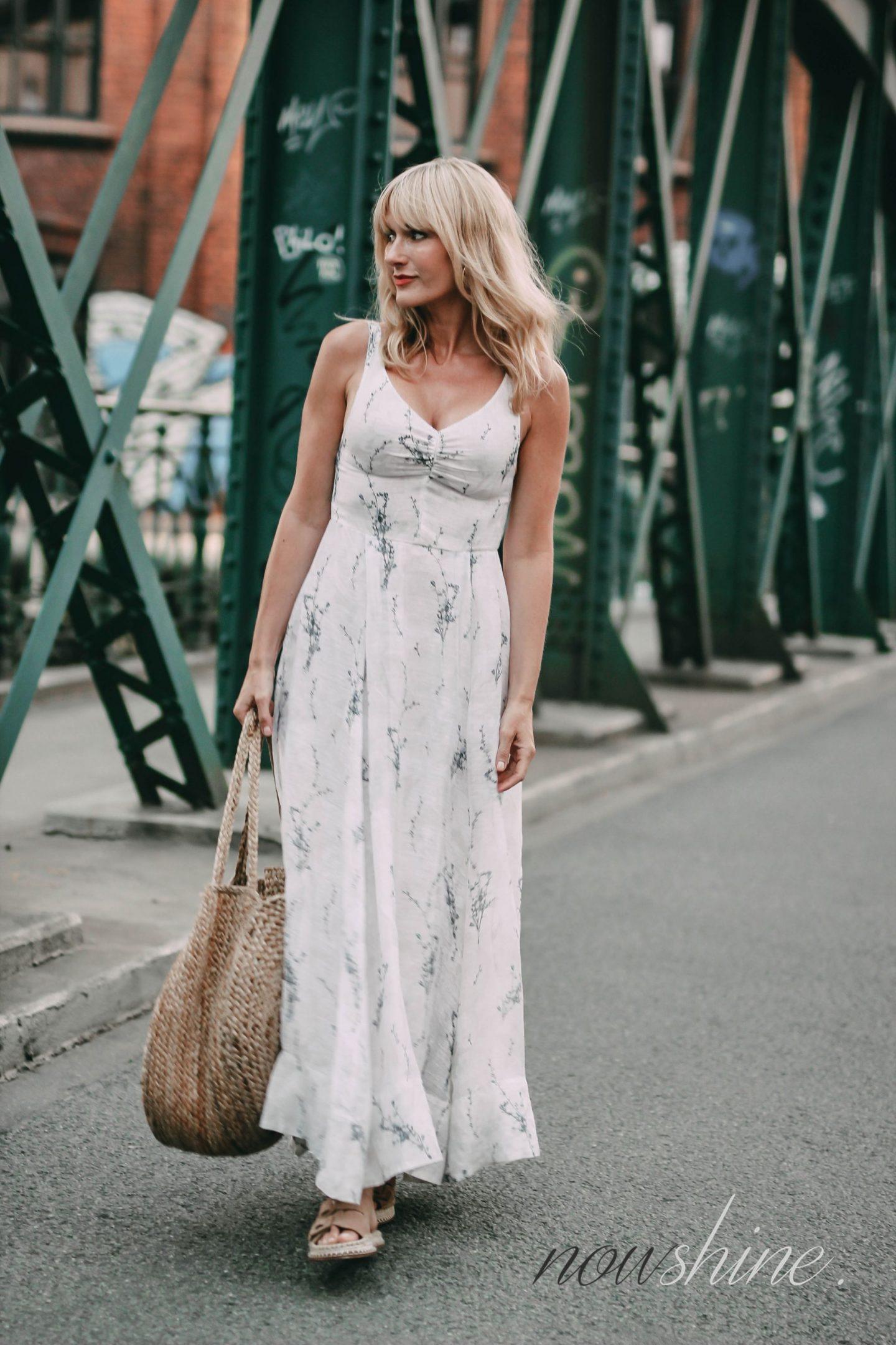 Conscious Exclusive Kleid von H&M - Beutelatsche aus Jute von Mango - Sandalen aus Jute von Zara - Nowshine Modeblog ab 40