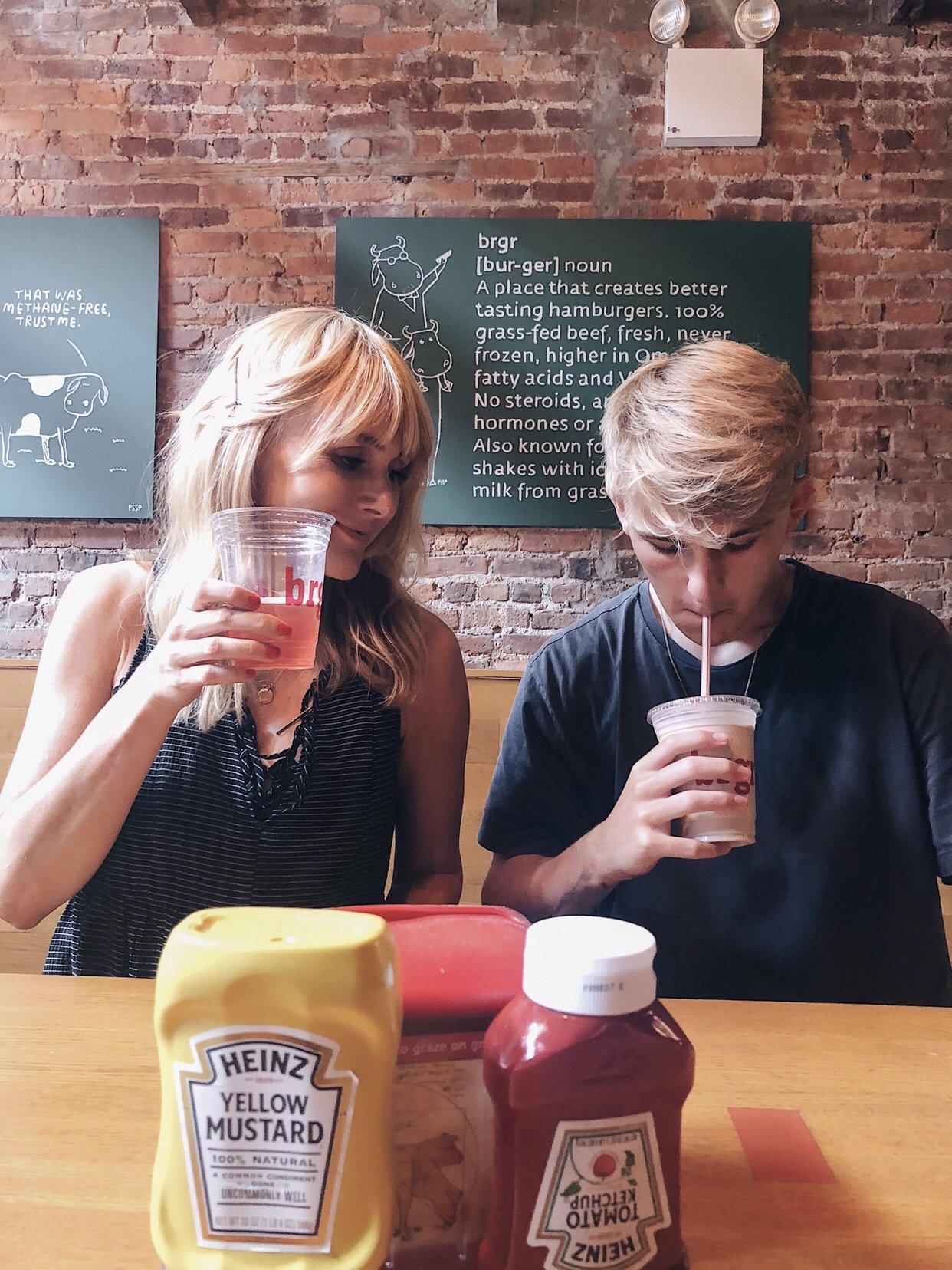 4 Tage in New York City - Pinkes Bier bei The Brgr - Nowshine Reiseblog ü 40