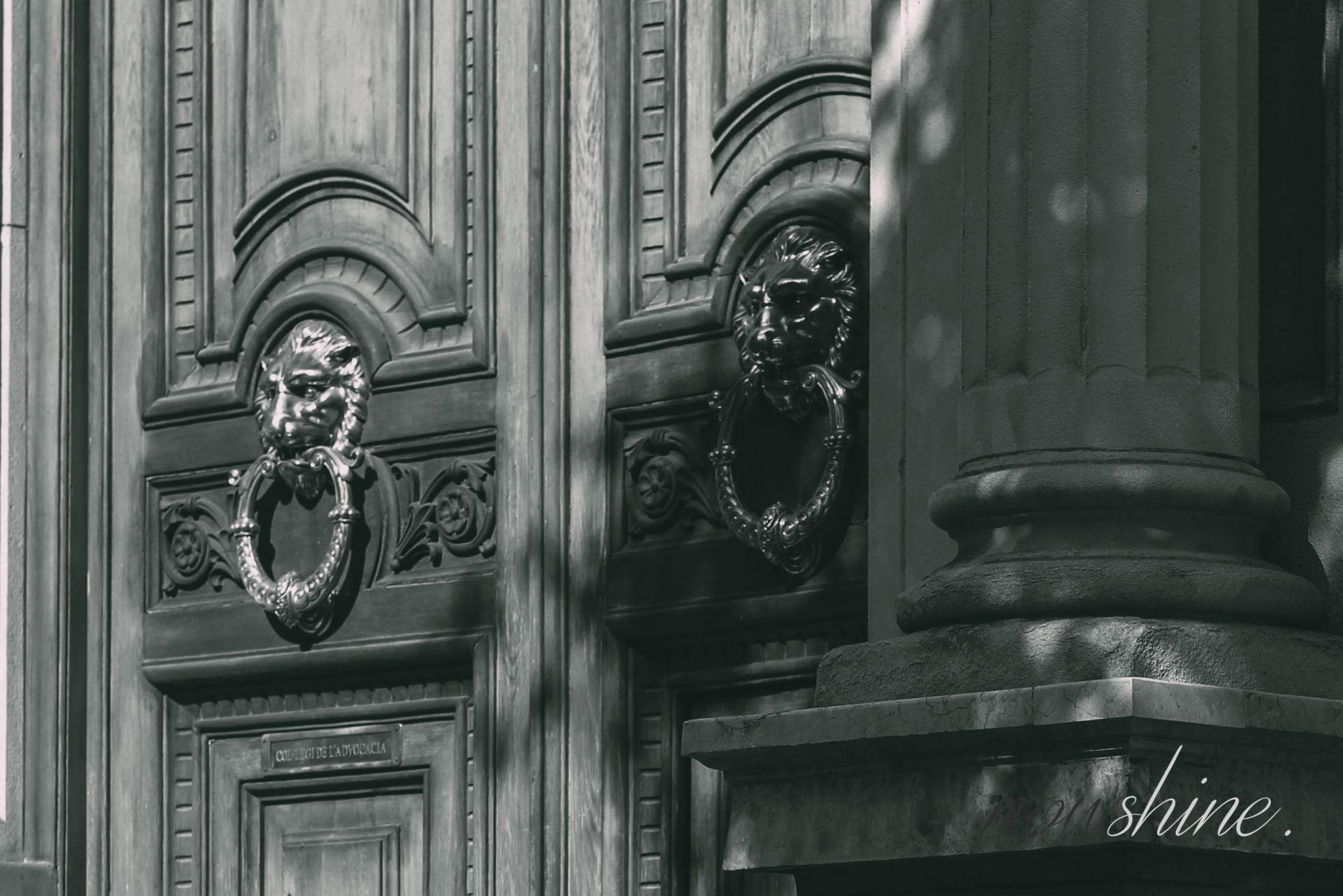 Kurztrip nach Barcelona - Nowshine Reisetipps - Eingangstüren
