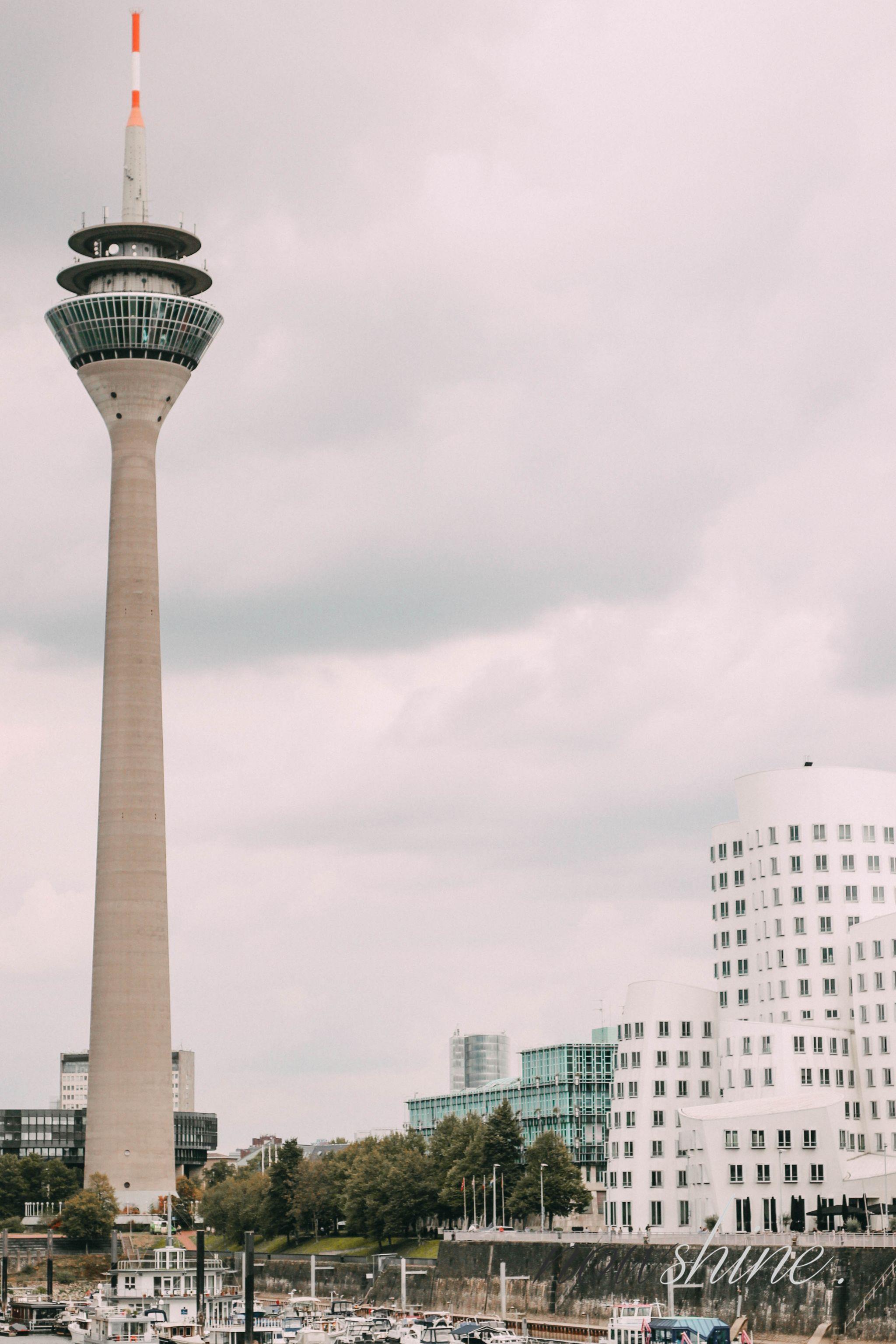 Defense Line von Paula´s Choice - Nowshine Beauty ü40 - my life, my city, my skin Kampagne - Medienhafen - Rheinturm Düsseldorf