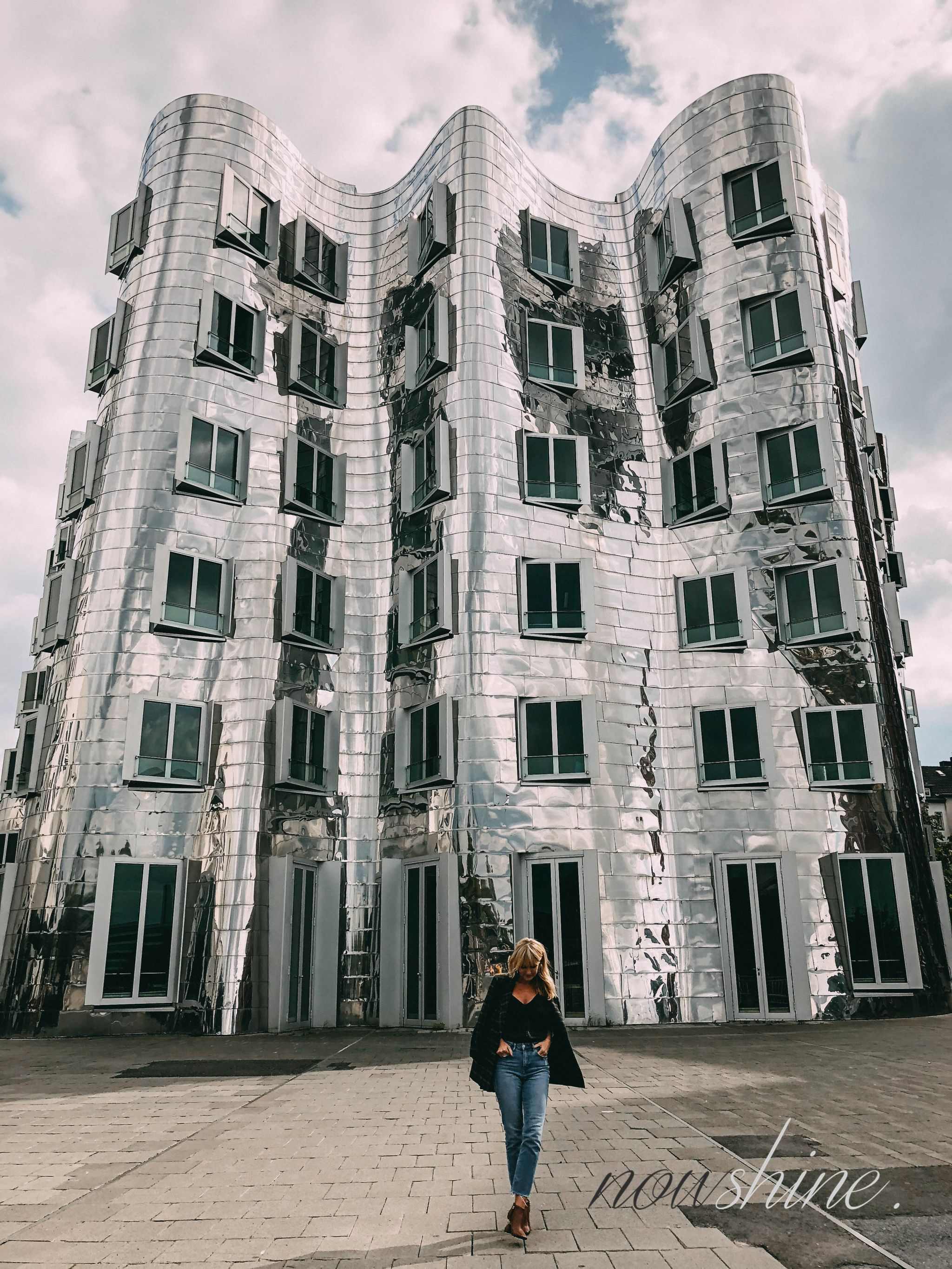 Defense Line von Paula´s Choice - Nowshine Beauty ü40 - my life, my city, my skin Kampagne - Gehry Bauten Düsseldorf
