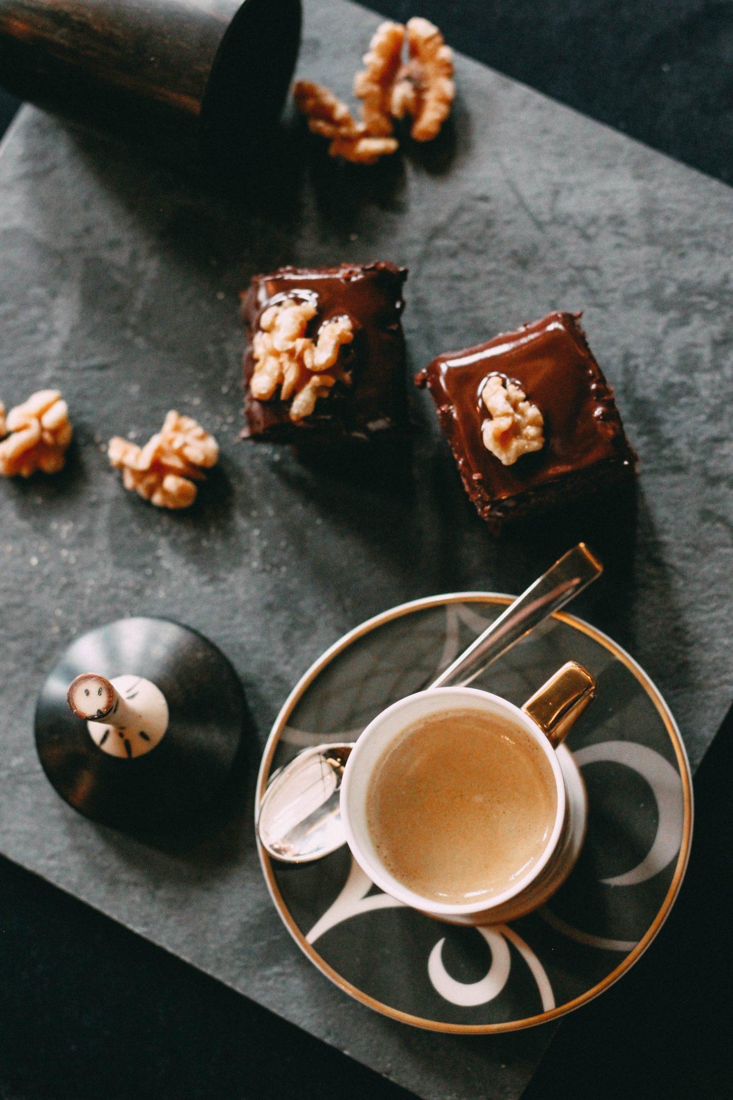 Omas_Lebkuchen-schnelles Weihnachtsgebäck nach Grossmutters Rezept-Backanleitung für einen saftigen und weichen Lebkuchen-gebacken im Hotel Lösch für Freunde