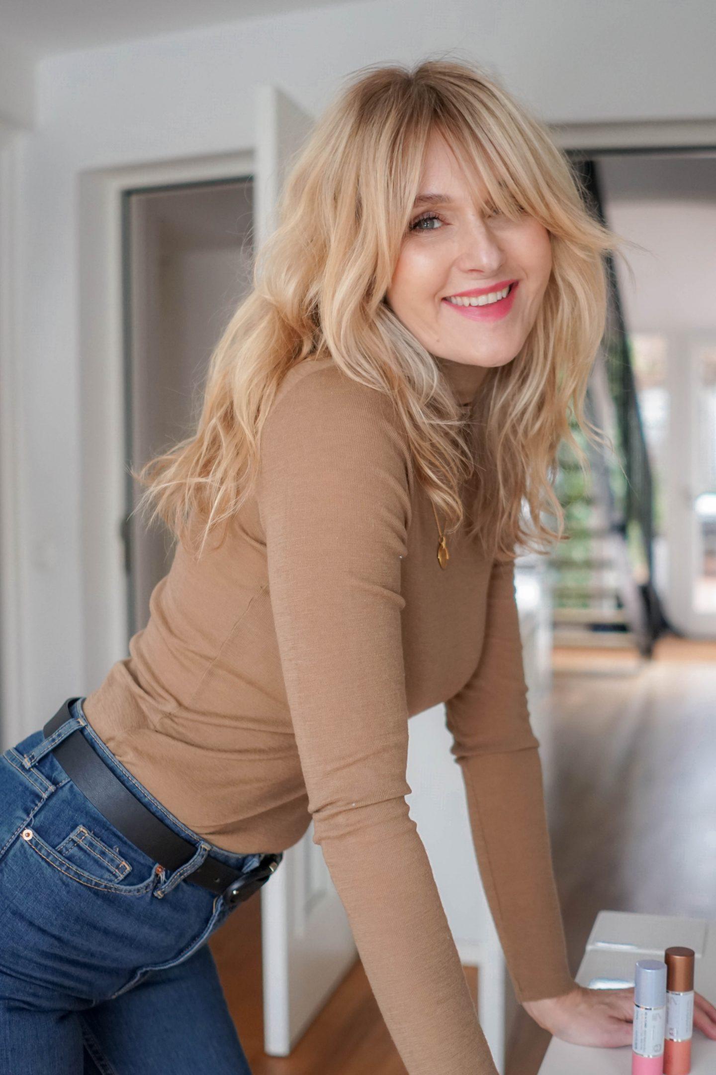 Yoga Skin-Glowy Skin-Clarins Glow to Go-Makeup Tutorial-Nowshine Beauty Blog