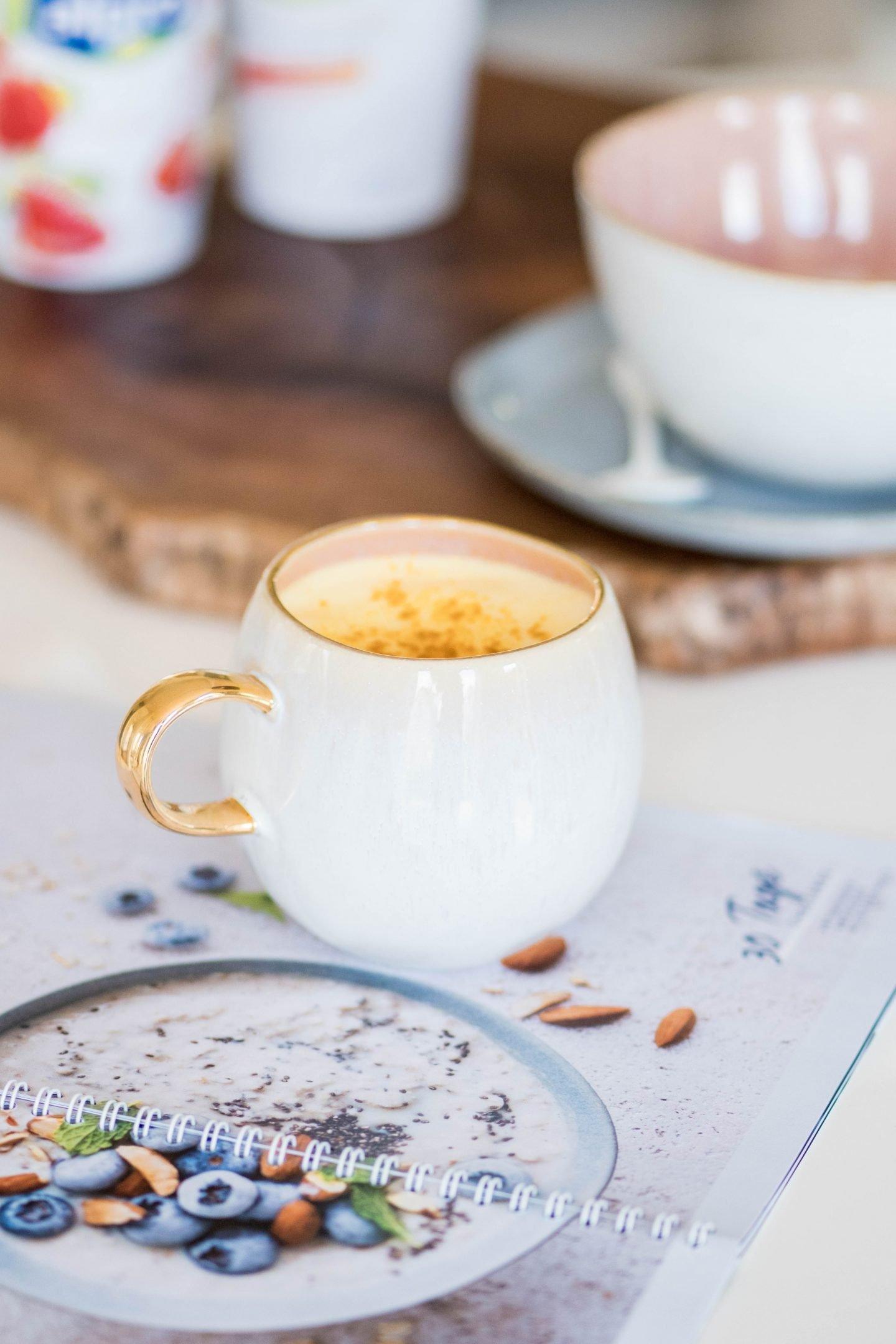 30 Tage Challenge-Alpro-Kurkuma Latte mit Mandeldrink ungesüßt