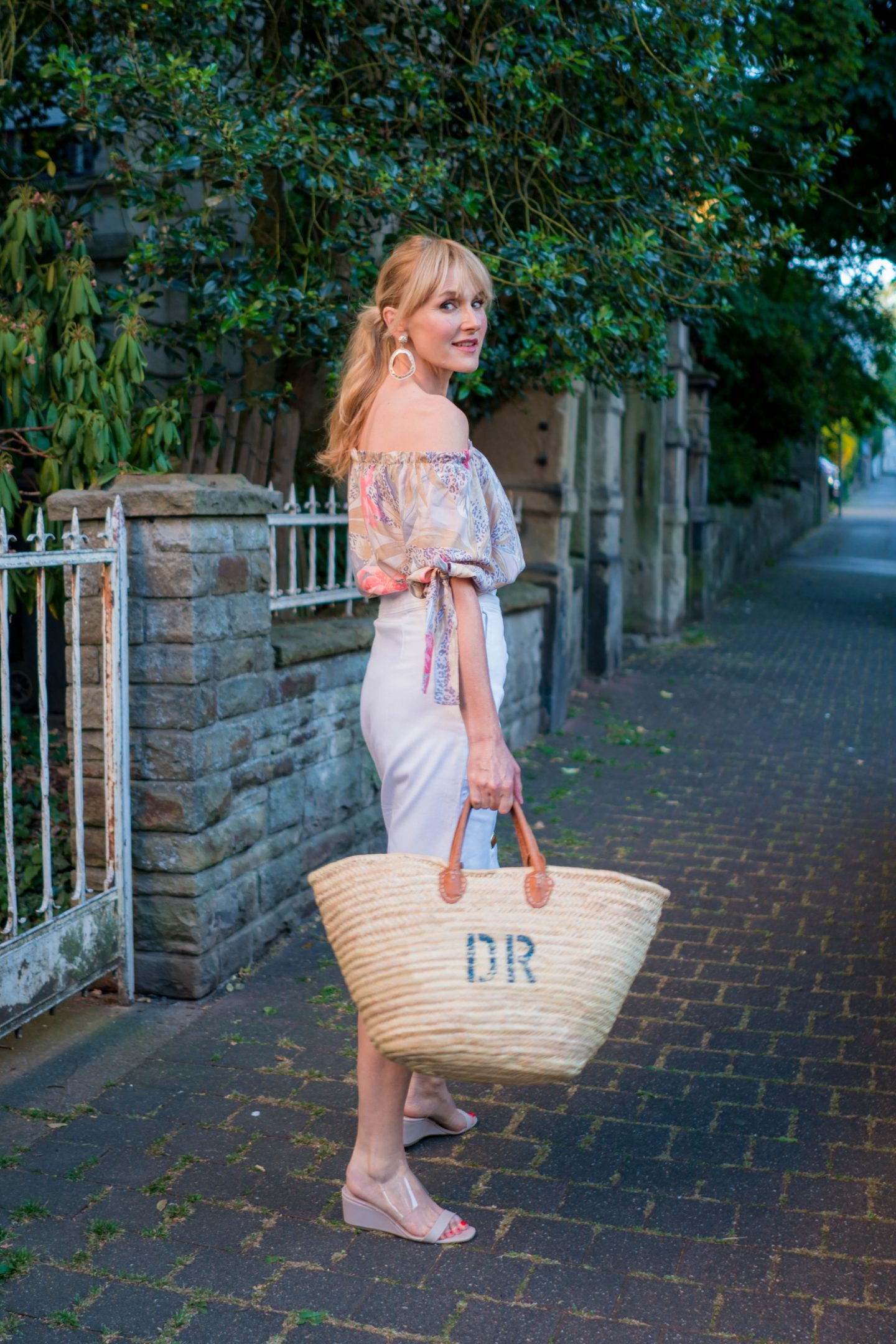 Nowshine in Off_Shoulder Bluse von WENZ, Modeblog ü 40, Fashion Blog ü 40, gute Gründe für eine Off-Shoulder Bluse