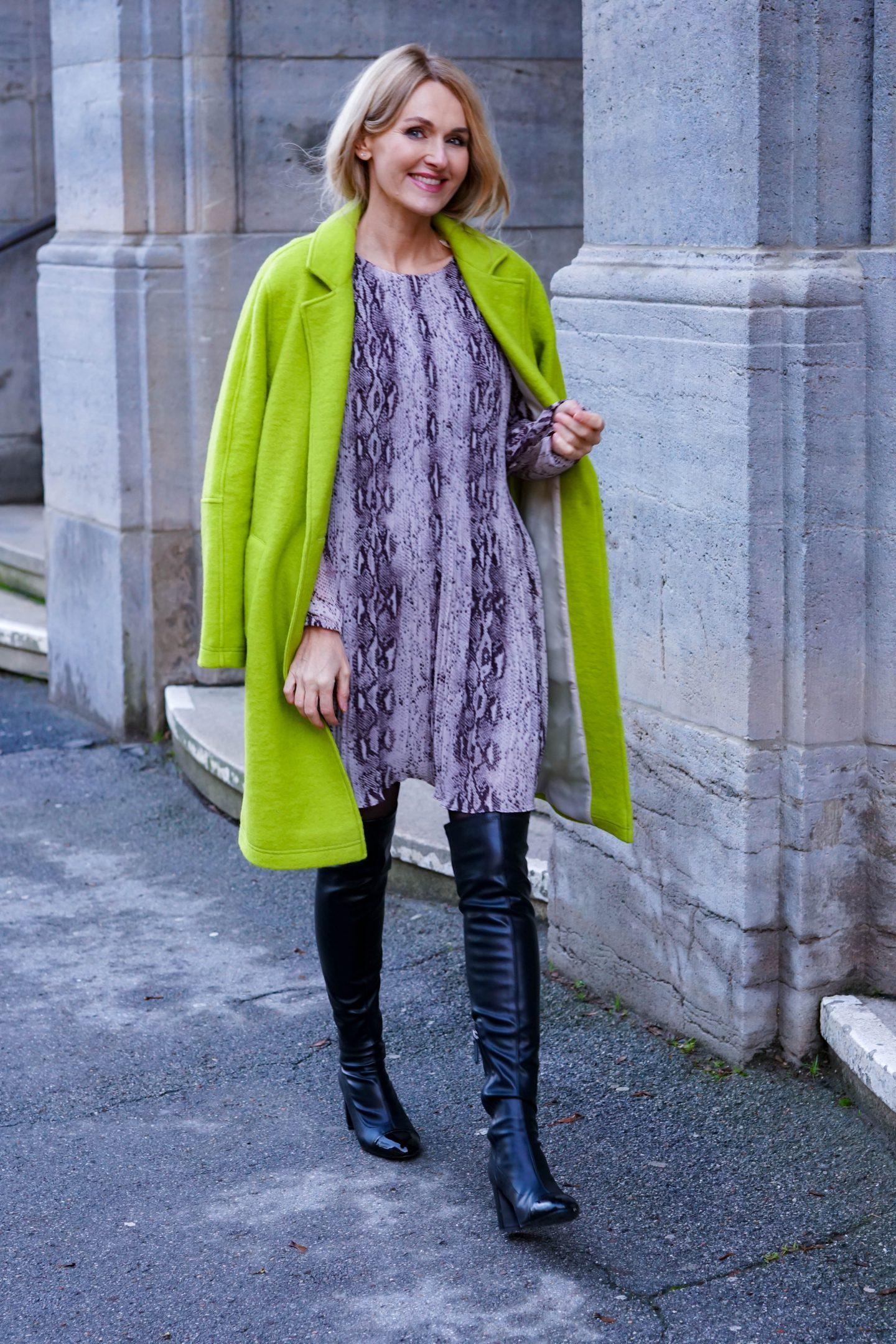 Mode von Amy Vermont - grüner Mantel der Hoffnung und das Kobra-Kleid-WENZ-Nowshine-ü40-Bloggerin